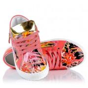 Koralowe Trampki na Lato w Kolorowe Kwiaty